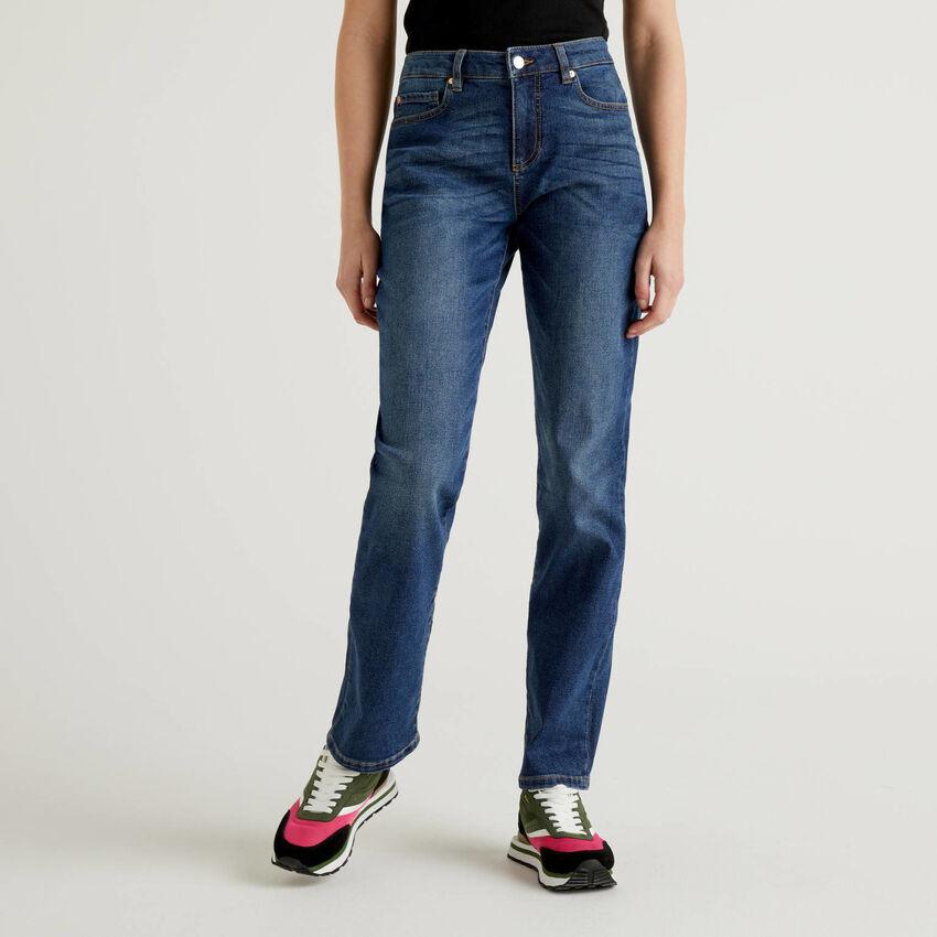 Jeans slim coupe droite