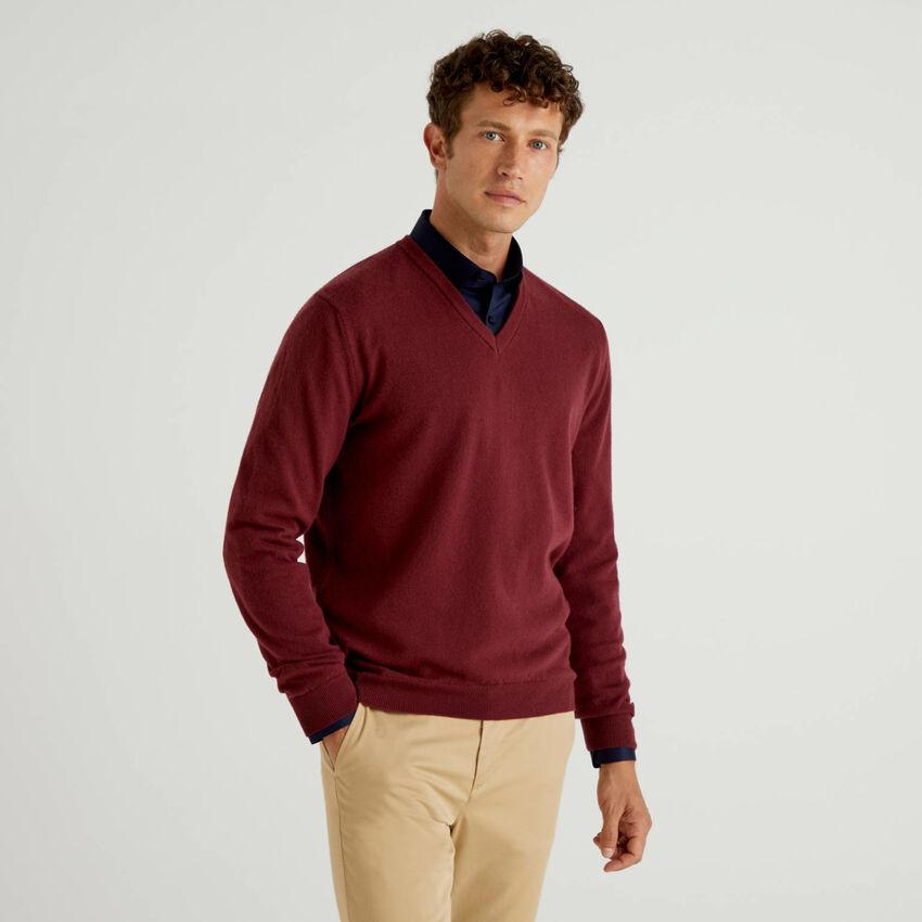 Pull col en V bordeaux en pure laine vierge