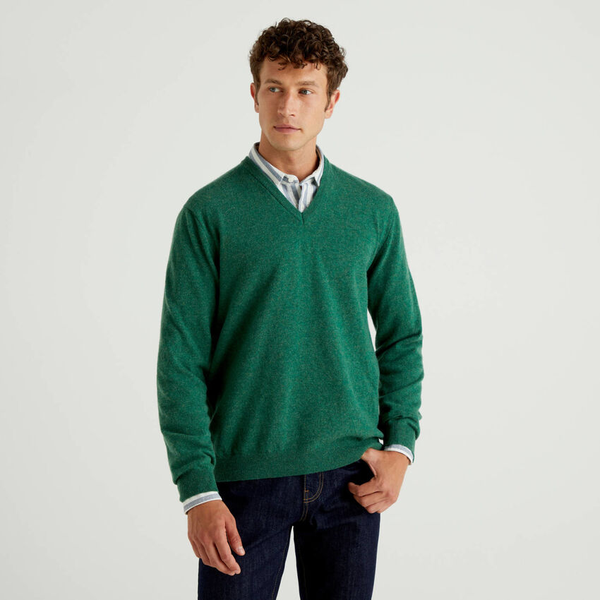 Pull col en V vert en pure laine vierge