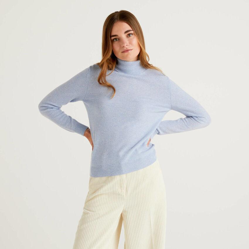 Pull col montant bleu clair en pure laine vierge