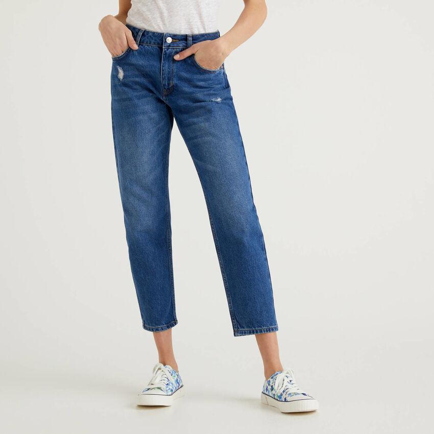 Jeans coupe slim avec déchirures