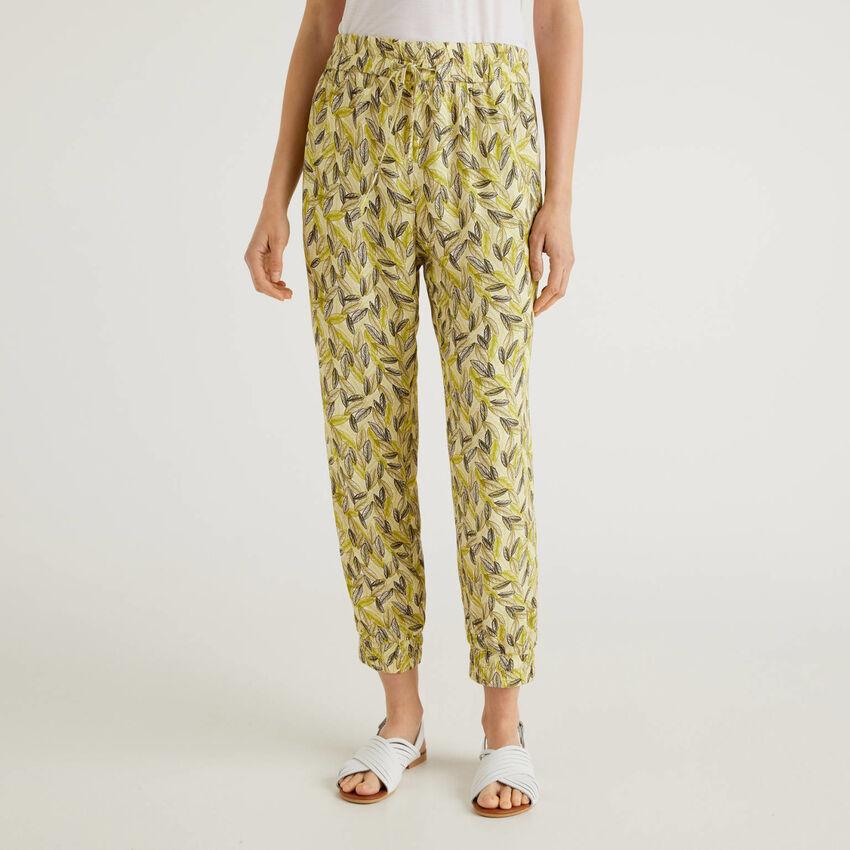 Pantalon fluide avec imprimé botanique