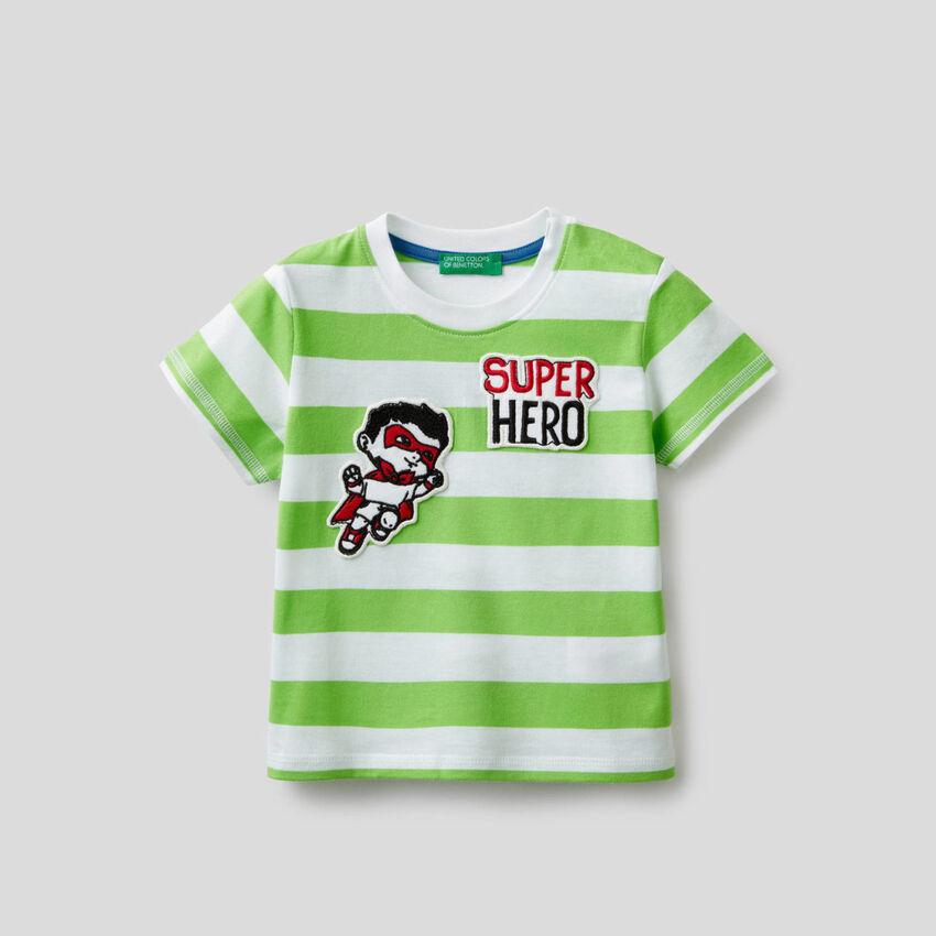 T-shirt à rayures avec patch