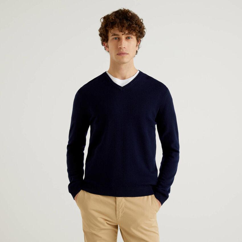 Pull bleu foncé col en V en pure laine vierge