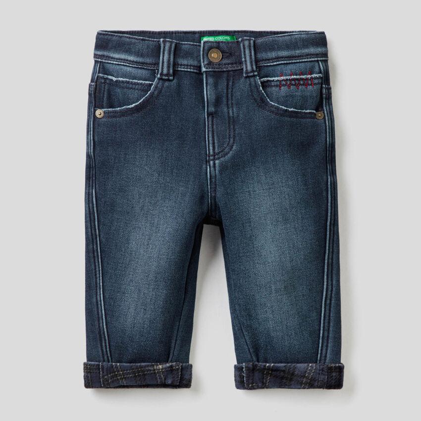 Jeans coupe carrot à détails contrastés