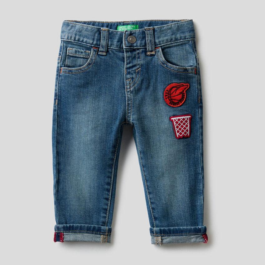 Jeans cinq poches avec patch
