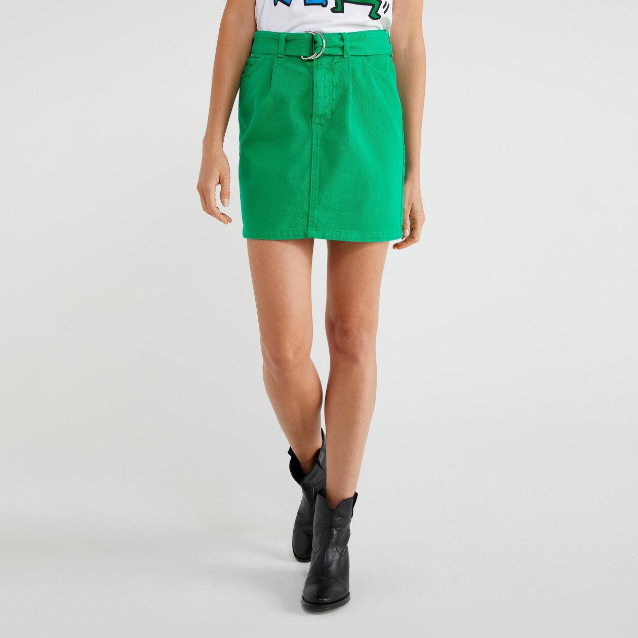 Mini-jupe avec ceinture