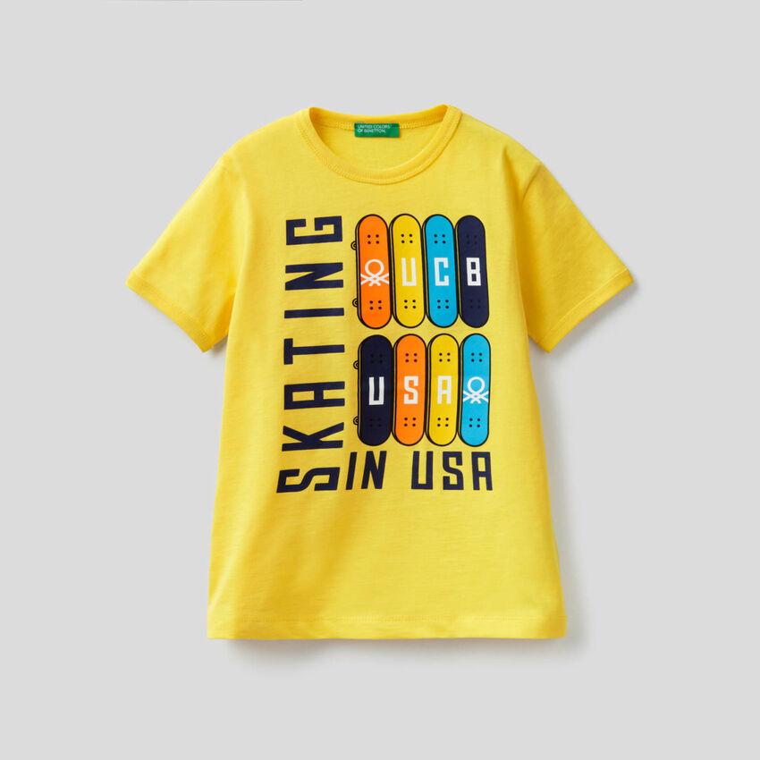 T-shirt avec grand imprimé skateboard