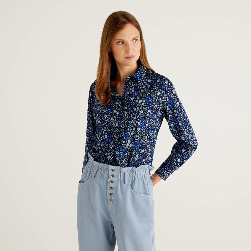 Chemise bleue à fleurs en 100% coton