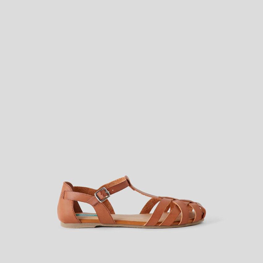 Sandales plates tressées