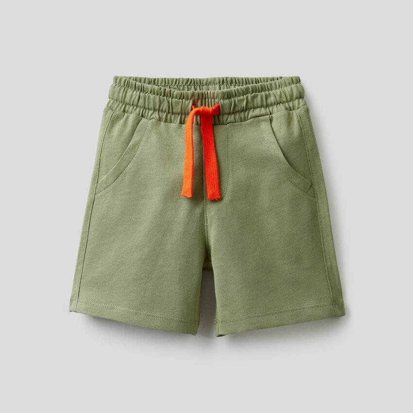 Short uni en pur coton