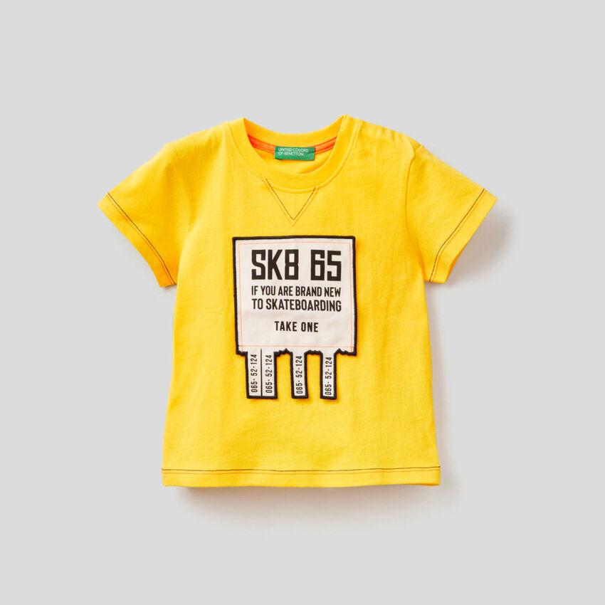 T-shirt avec application 3D