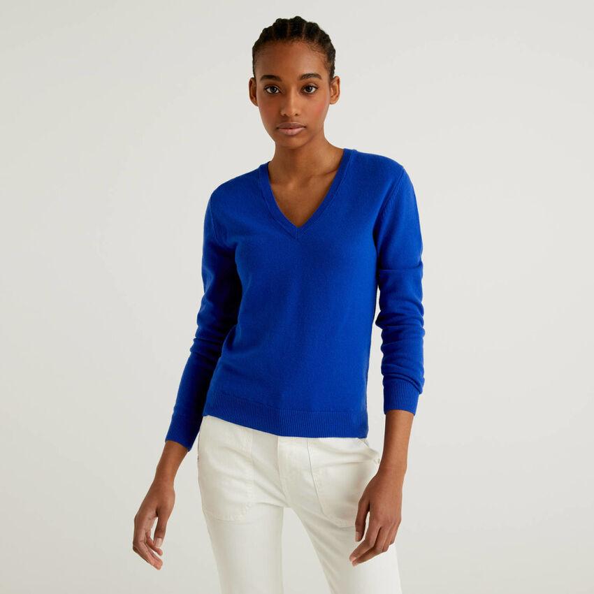 Pull bleu avec col en V en pure laine vierge