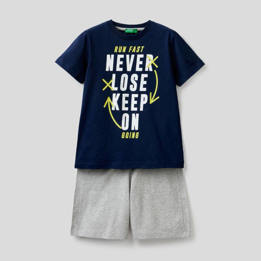 Ensemble t-shirt et bermuda