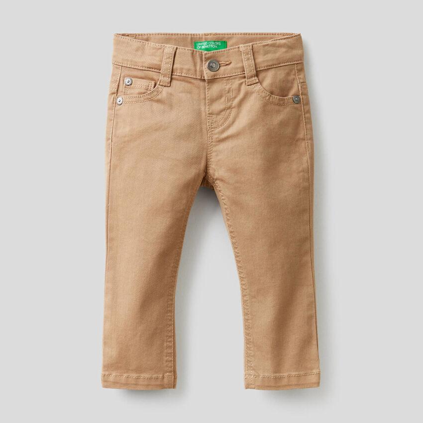 Pantalon coupe slim en coton stretch