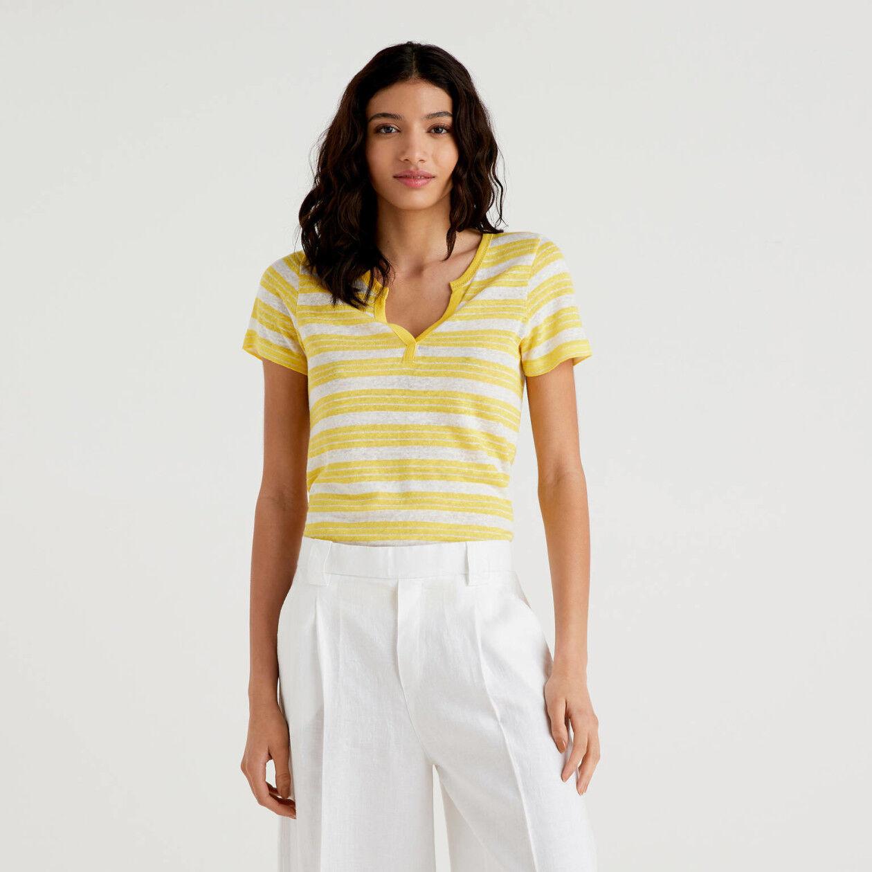 T-shirt rayé avec col en V