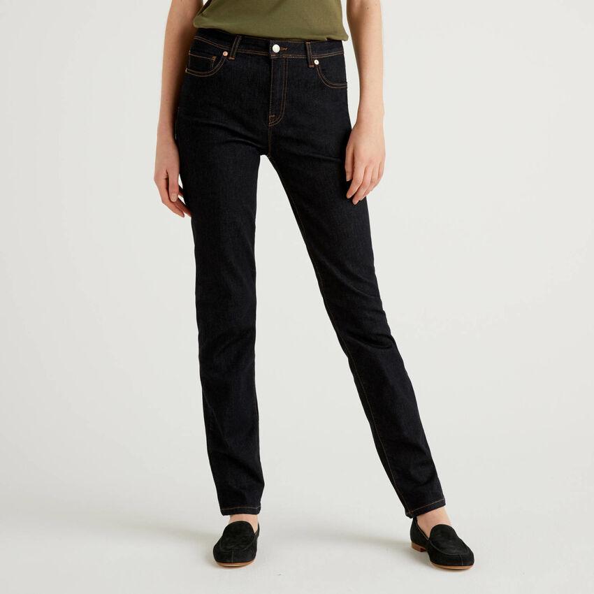 Jeans coupe droite en denim stretch