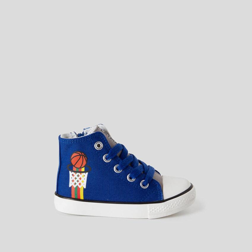 Sneakers montantes avec lacets