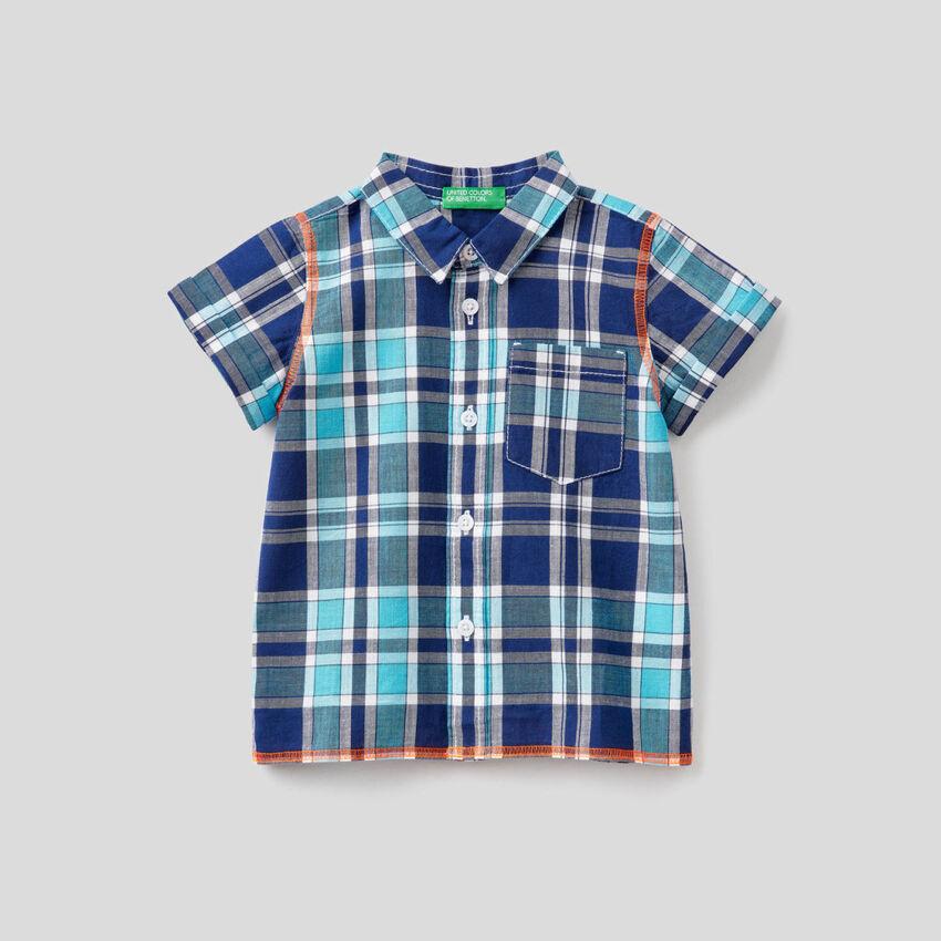 Chemise à carreaux avec manches courtes