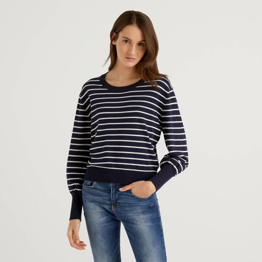 Pull à rayures avec manches bouffantes
