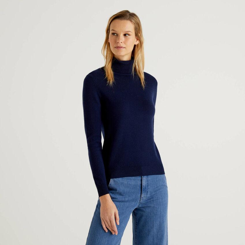 Pull chaud bleu foncé à col roulé en pure laine vierge