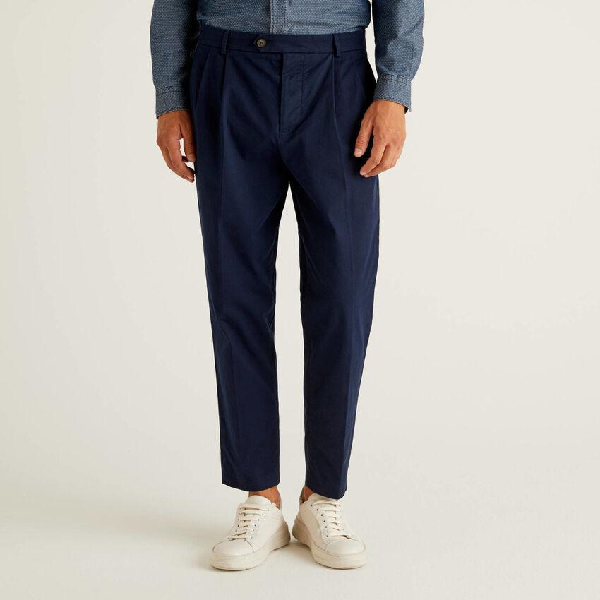 Pantalon coupe carrot en 100% coton