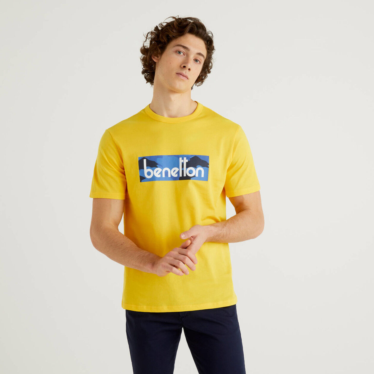 T-shirt jaune avec logo imprimé