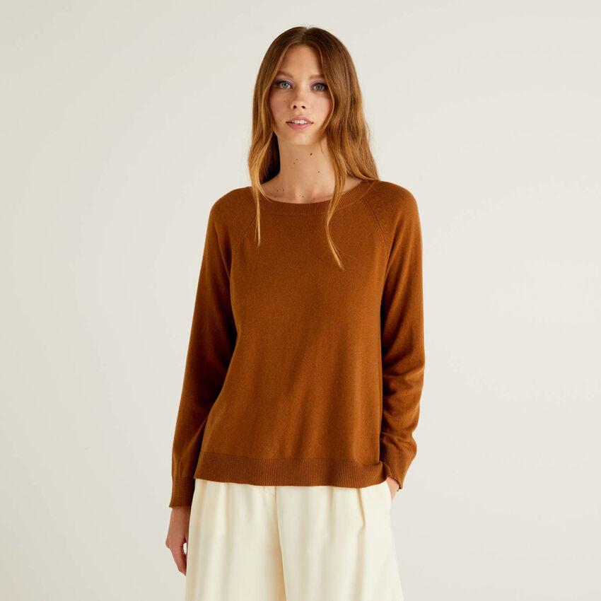 Pull marron à détail plissé dans le dos