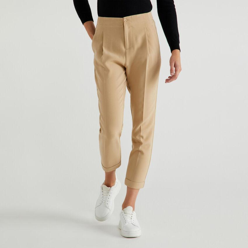 Pantalon avec pli au centre