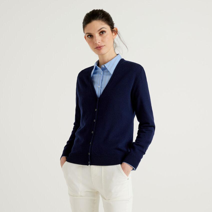 Gilet bleu col en V en pure laine vierge