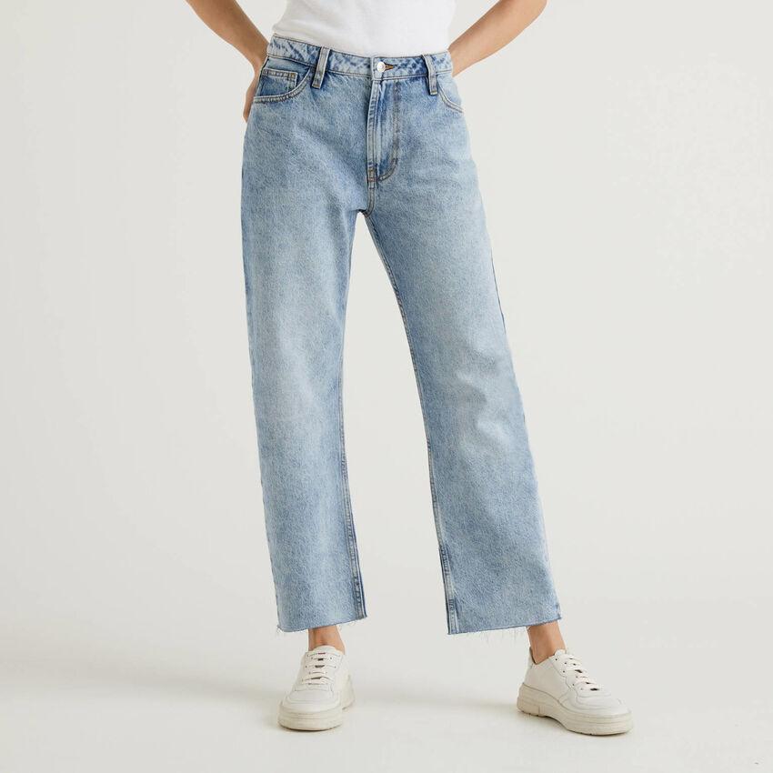 Jeans cinq poches avec coupe droite