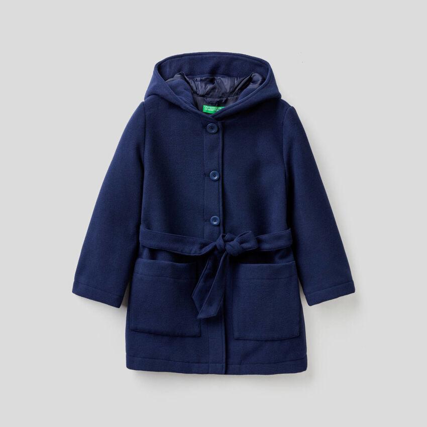 Manteau à capuche et ceinture