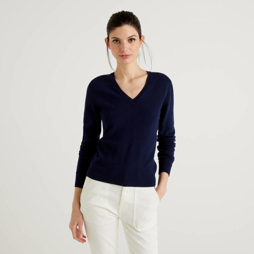 Pull avec col en V bleu foncé en pure laine vierge