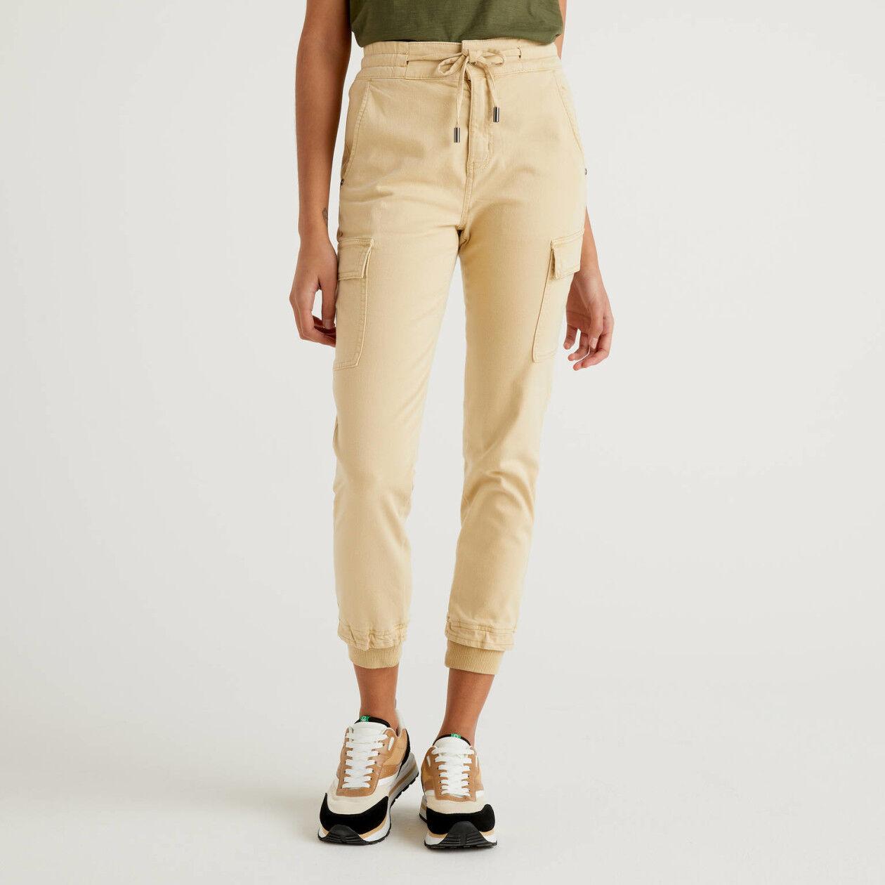 Pantalon cargo coupe slim en coton stretch