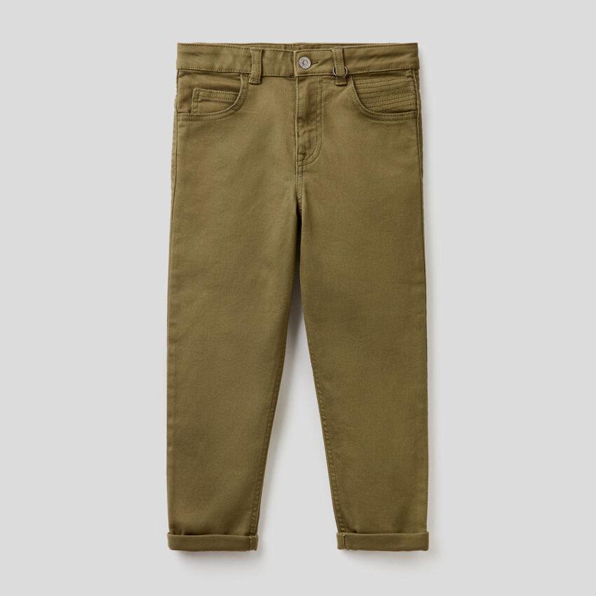 Pantalon coupe slim avec surpiqûres