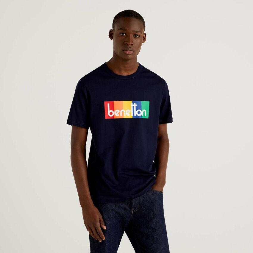 T-shirt bleu foncé avec imprimé logo