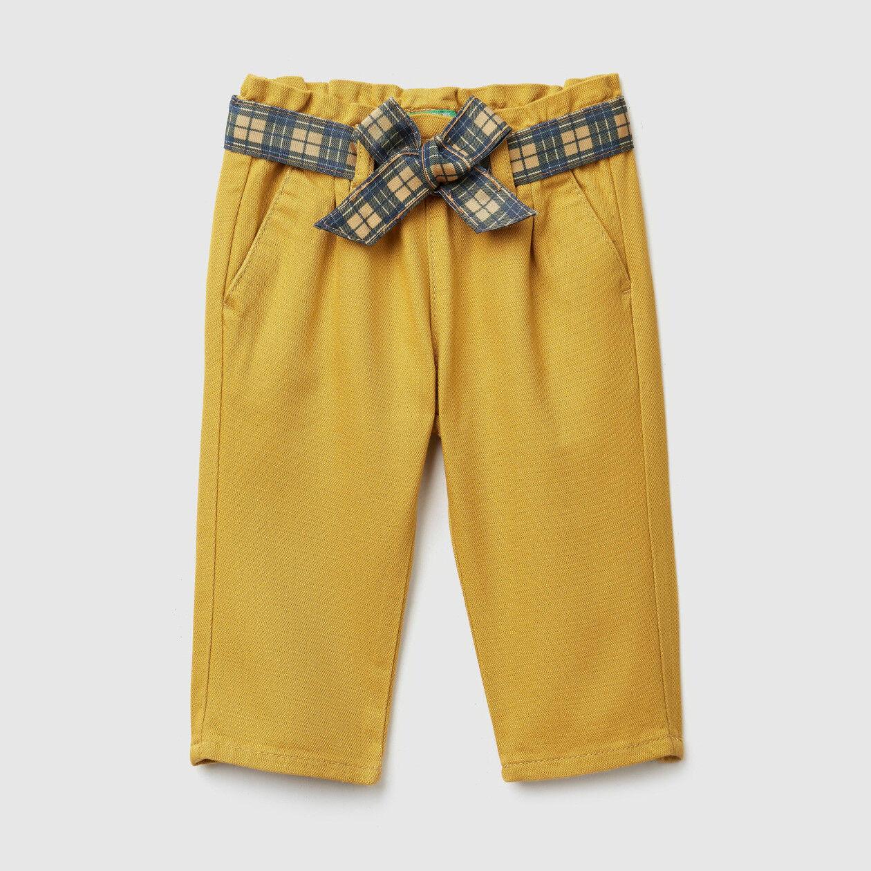 Pantalon avec large ceinture à nouer