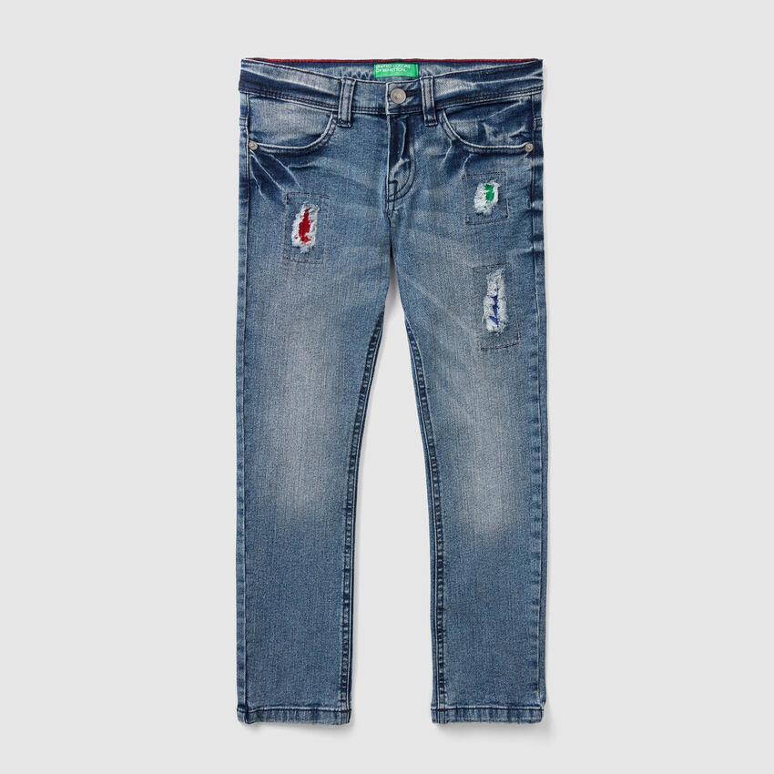 Jeans coupe slim avec pièces colorées