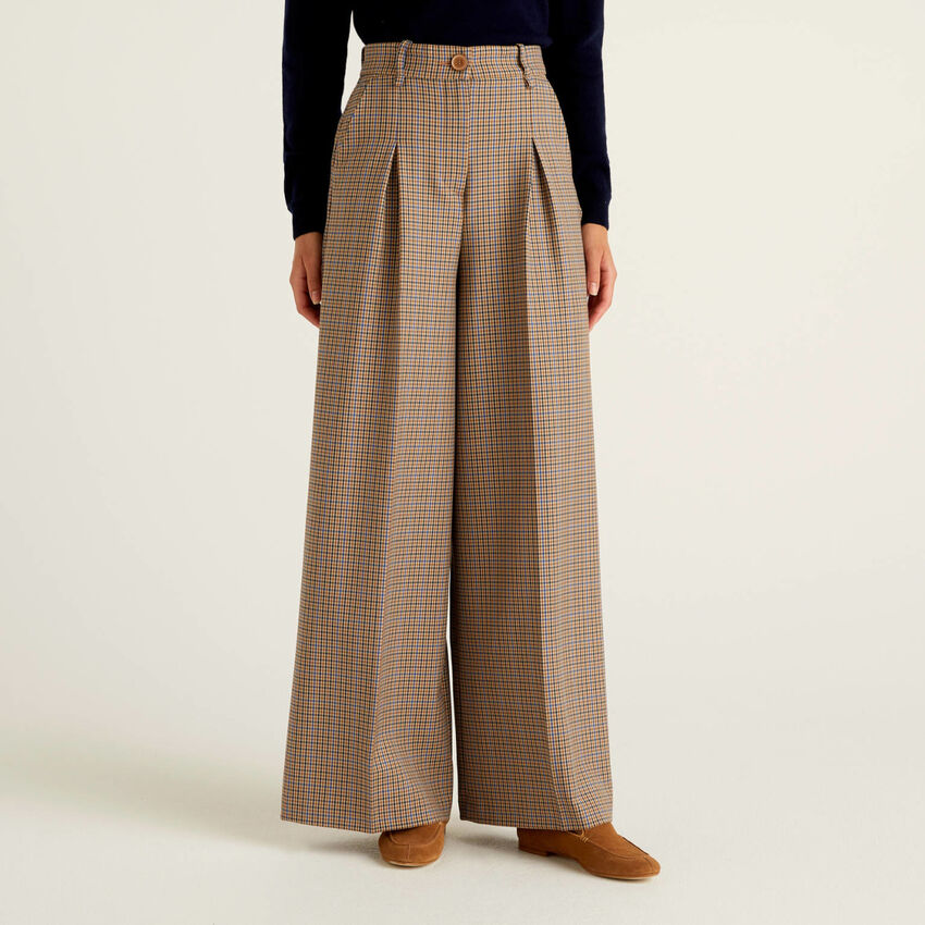 Pantalon large à carreaux en tissu fluide