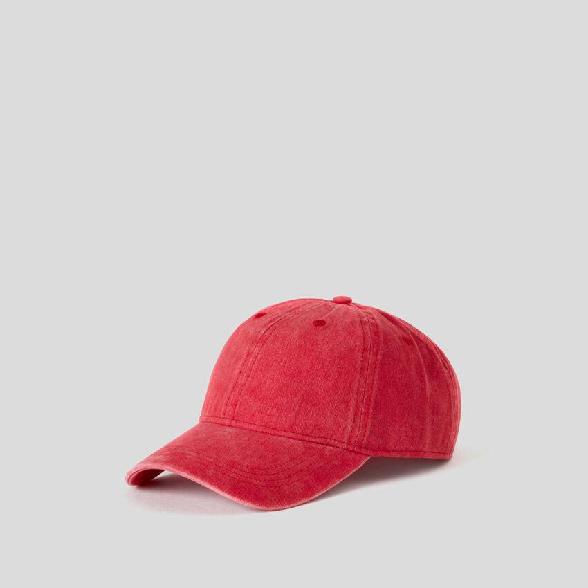 Casquette rouge effet délavé