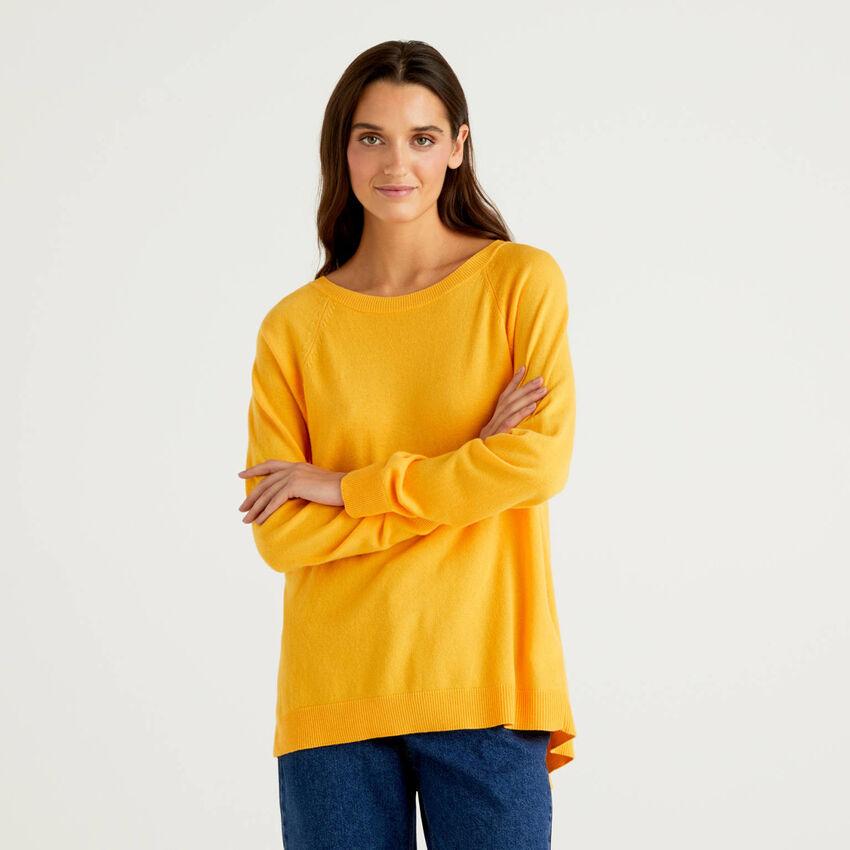 Pull jaune à détail plissé dans le dos
