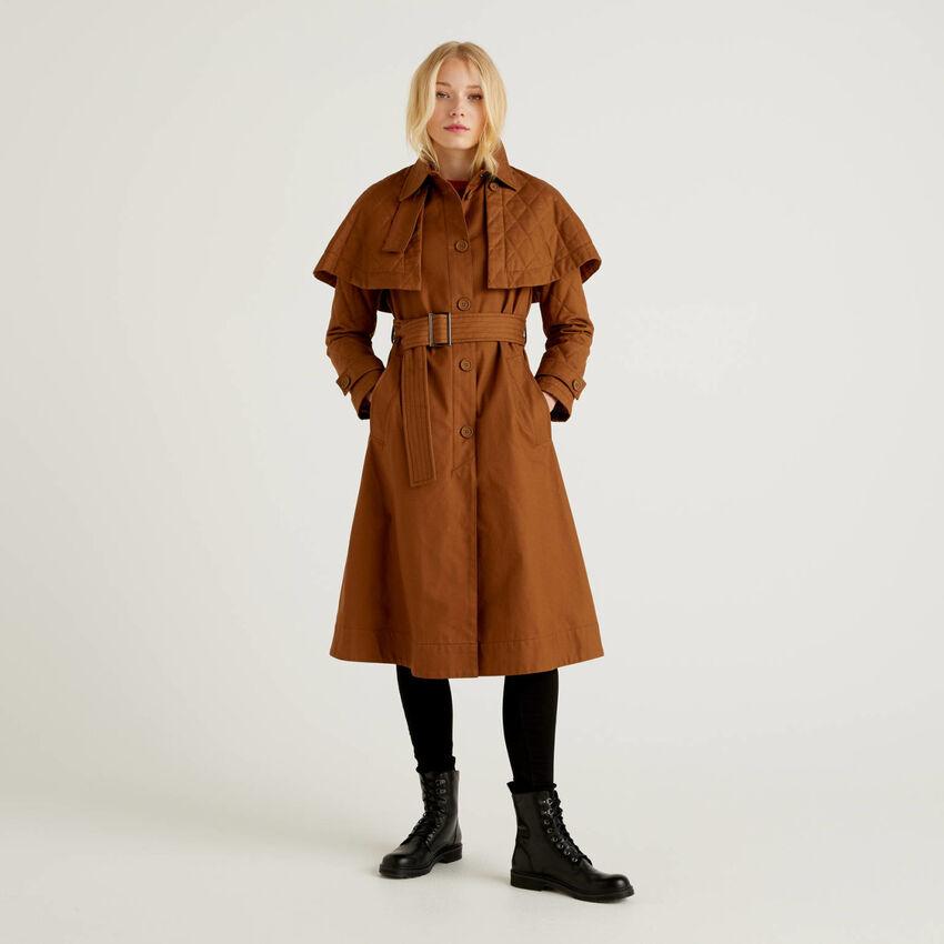 Manteau avec pèlerine amovible