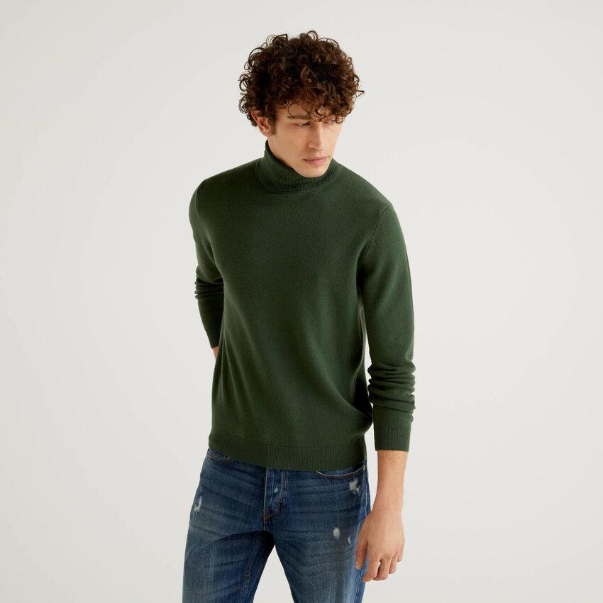 Pull vert kaki col roulé en pure laine vierge