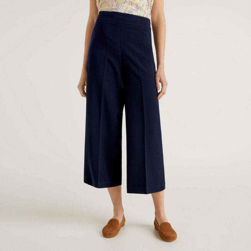 Pantalon cropped à coupe large