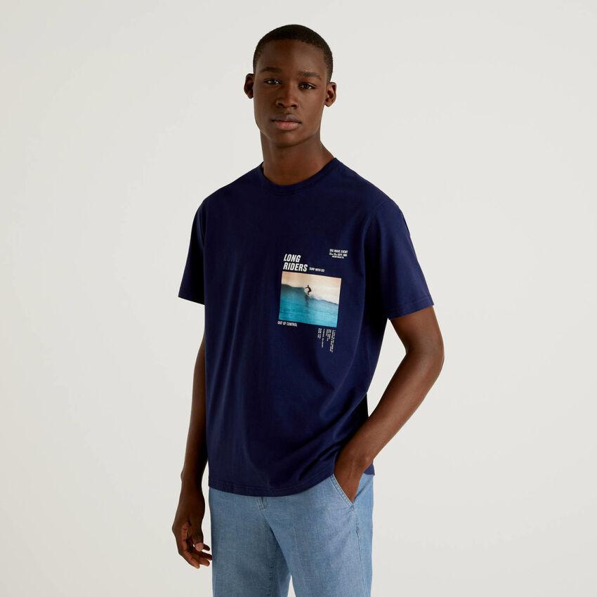 T-shirt bleu foncé avec imprimé photo