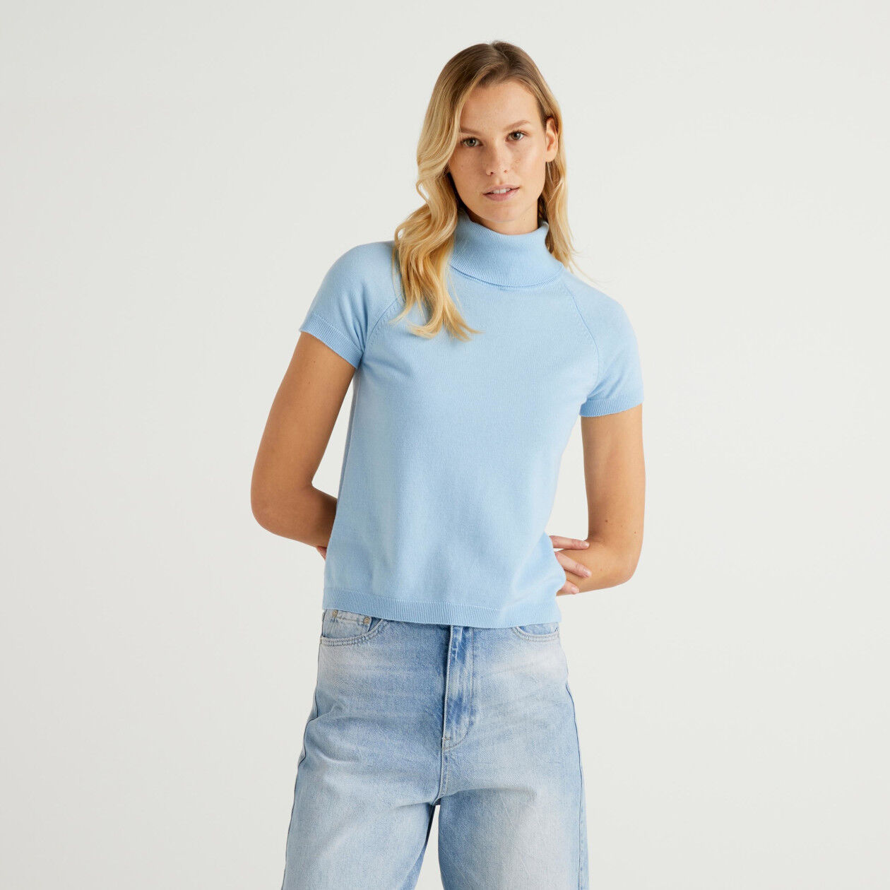 Pull col montant bleu clair à manches courtes en mélange de laine et cachemire