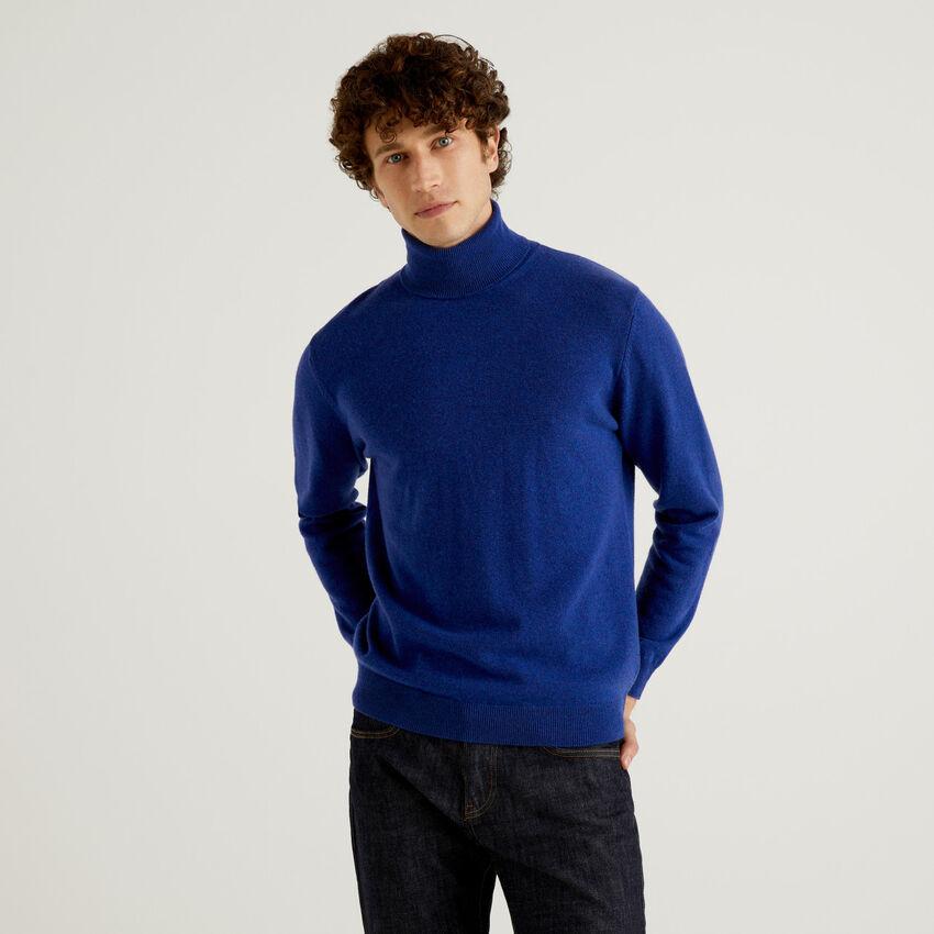 Pull bleu col roulé en pure laine vierge