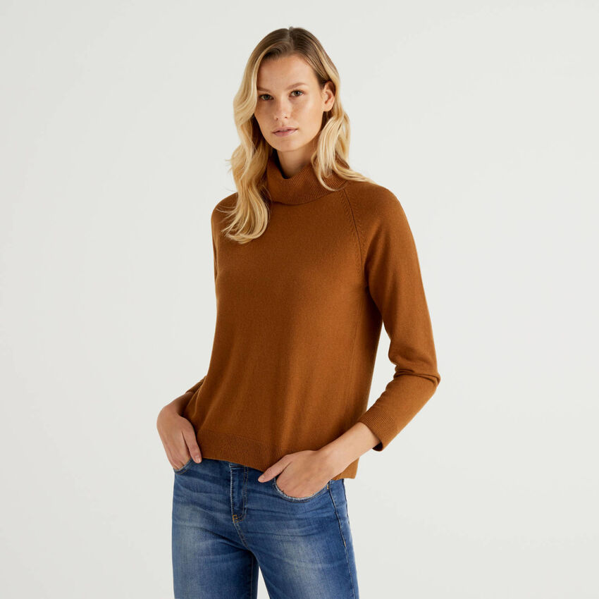 Pull col montant marron en mélange de laine et cachemire