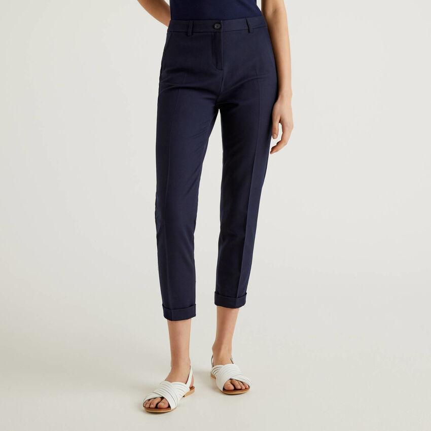 Pantalon stretch avec revers