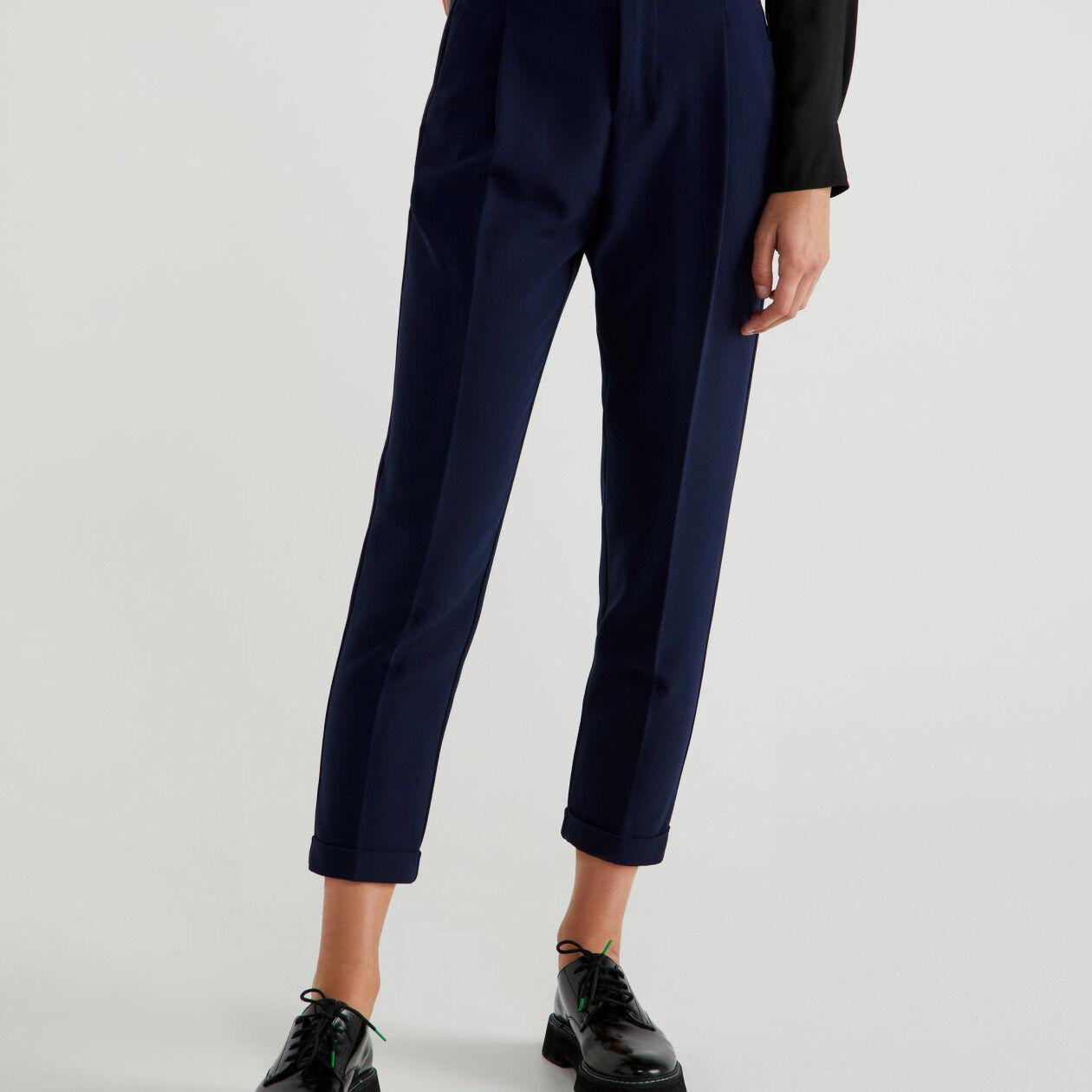 Pantalon avec pli et revers